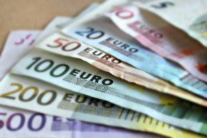 bank-note-euro-bills-paper-money-63635.jpeg-e1489672529940