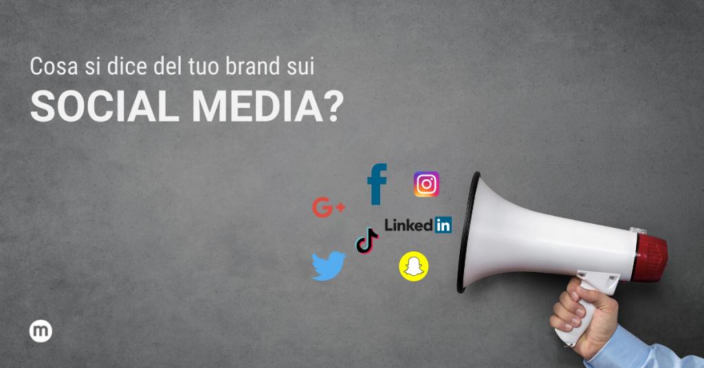 sfondo grigio con megafano da cui escono loghi dei principali social media e scritta con titolo articolo